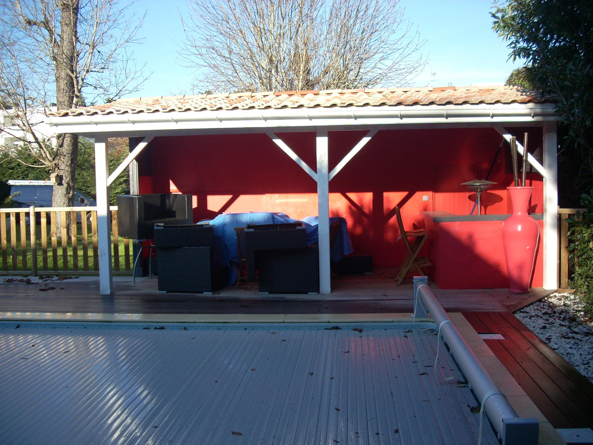 R novation de pool house lacanau charpente traditionelle terrasse ip artisan charpente menuiserie for Avancee terrasse couverte