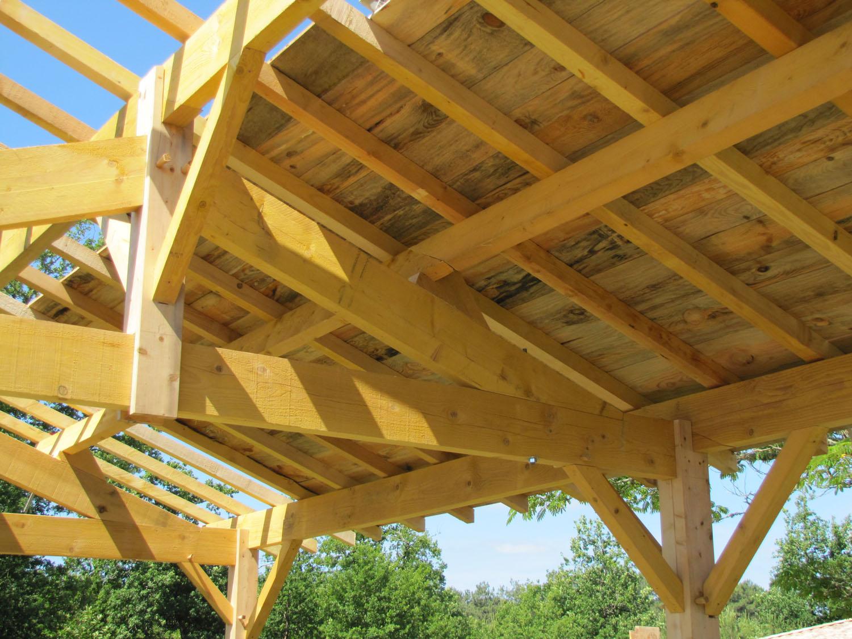 Garage charpente tradi artisan charpente menuiserie for Avancee terrasse couverte