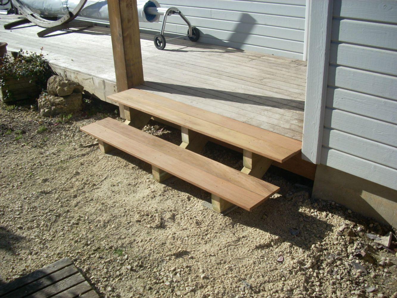 Escalier ext rieur en bois artisan charpente menuiserie for Escalier exterieur bois