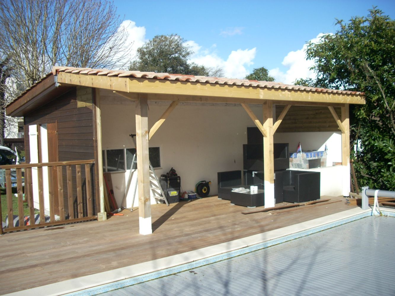 R novation de pool house lacanau charpente traditionelle for Amenagement cuisine pool house