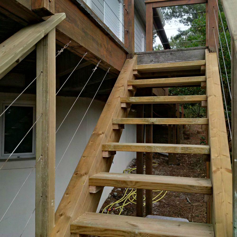 Escalier exterieur en bois artisan charpente menuiserie for Bois exterieur autoclave