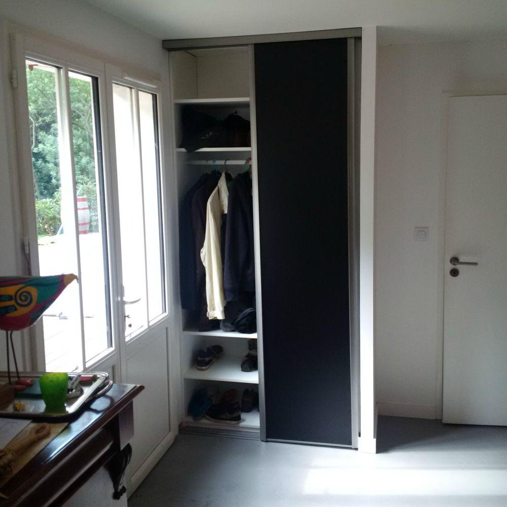 am nagements de placards sur mesure artisan charpente menuiserie. Black Bedroom Furniture Sets. Home Design Ideas