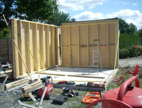 garage ossature bois artisan charpente menuiserie. Black Bedroom Furniture Sets. Home Design Ideas