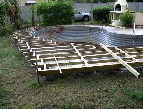 terrasse en composite autour d 39 une piscine arrondie artisan charpente menuiserie. Black Bedroom Furniture Sets. Home Design Ideas